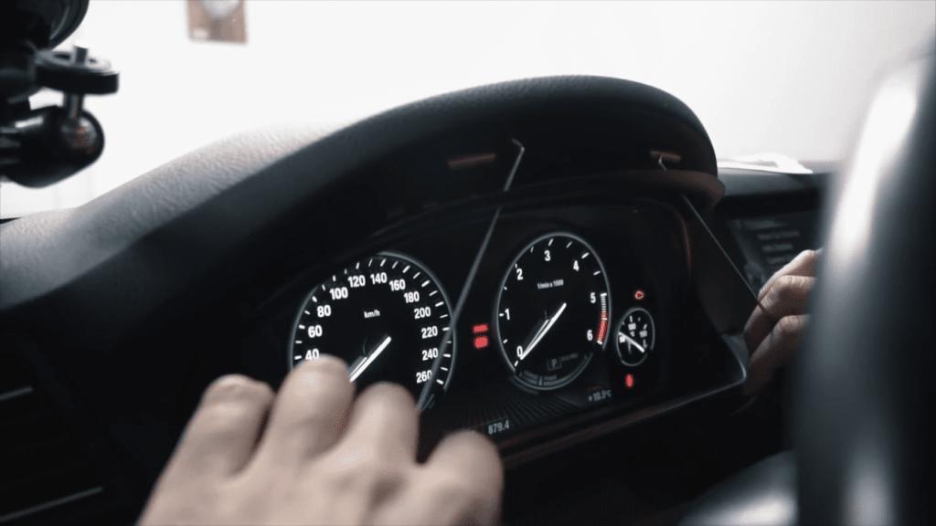 Retirar panel instrumentos coche segunda mano